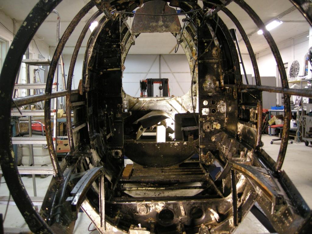 Nese og cockpitseksjonen etter at det meste av utstyret er demontert