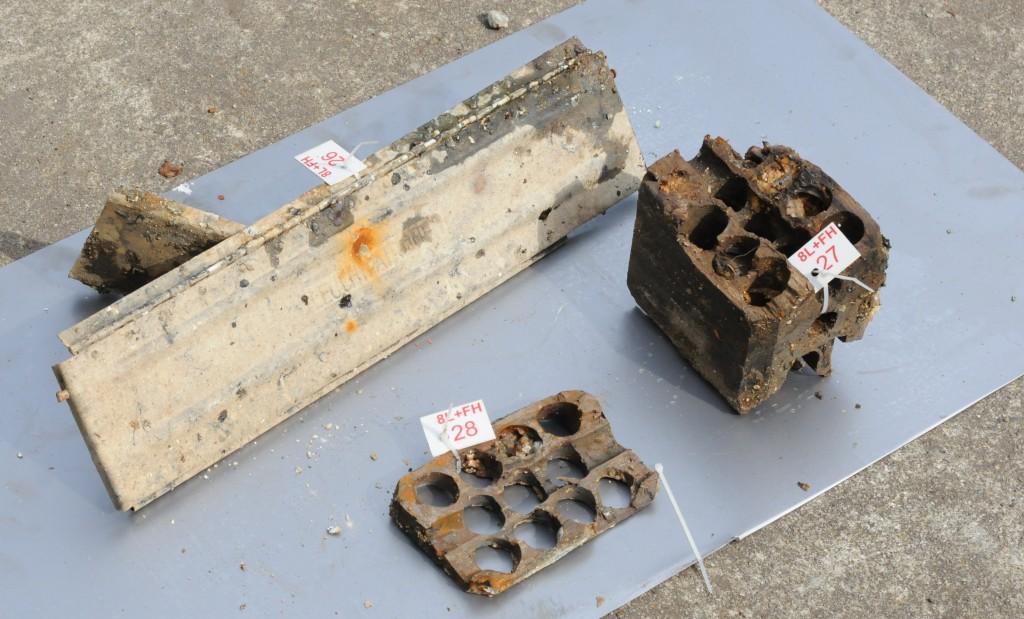 Kasse med trekassett for oppbevaring av signalpatroner. kassen var plassert over en luke som gjorde det enkelt å dumpe hele kassetten i fall det oppsto en brann ombord.