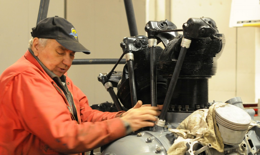 Torkel Tan Jørgensen working with BMW 132 K engine