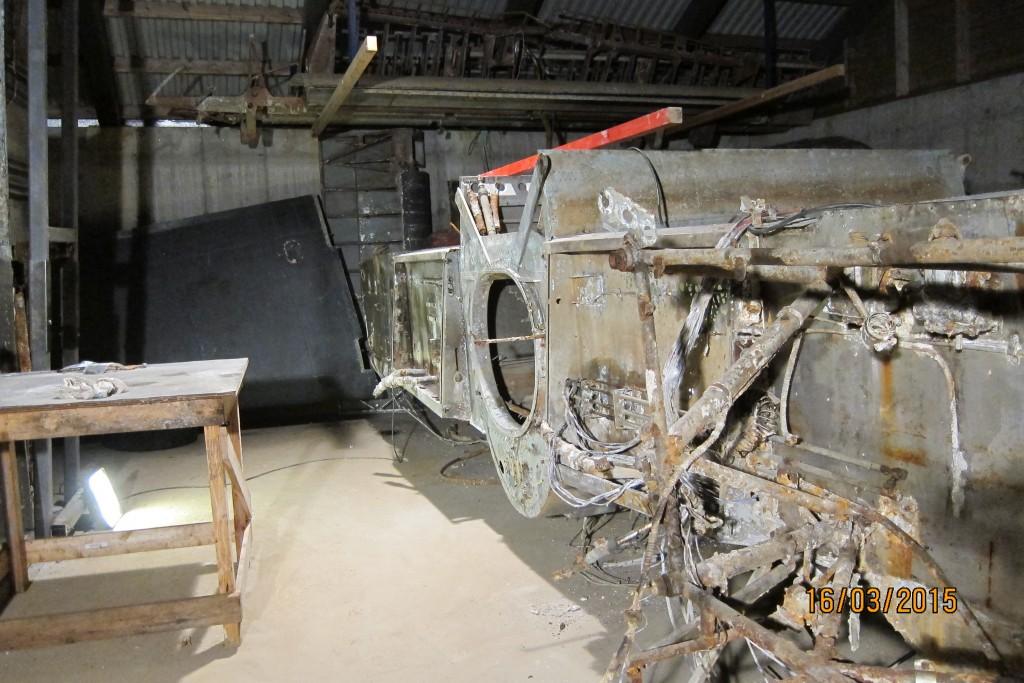 På styrbord side har vi enda ikke fått demontert motorbukk og diverse annet utstyr for motorkontroll