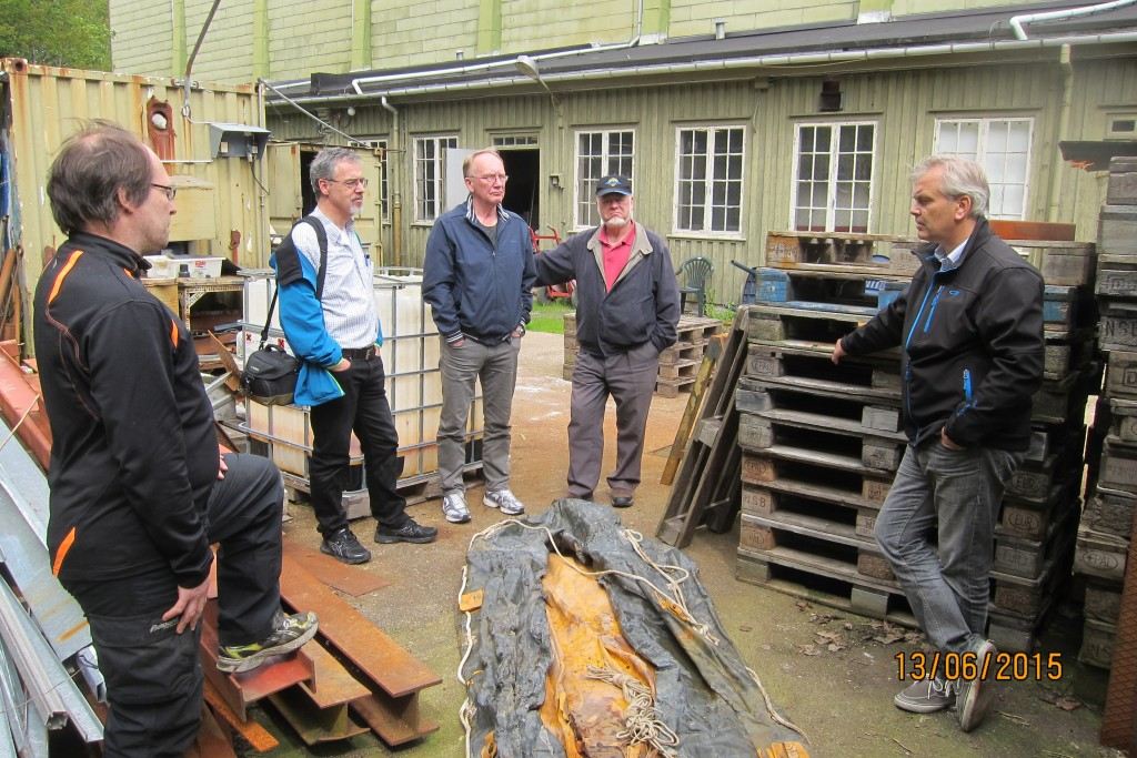 Ole Bjorn and Geir in conversation with members of the Friendship Association    <div title=