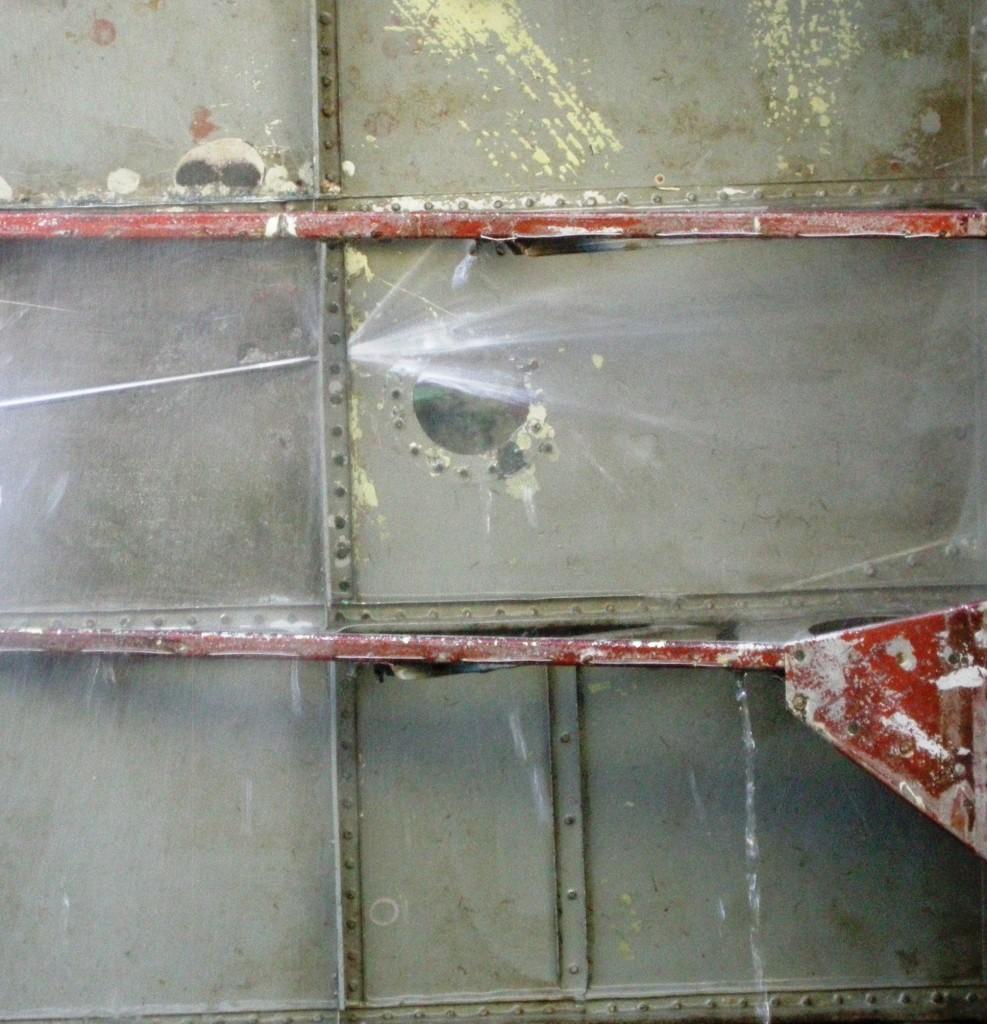 Vannet klarer effektiv å spyle gjennom sammenføyningen mellom ribber og vingeskinnet.
